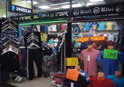 Ubrania w centrum handlu hurtowego